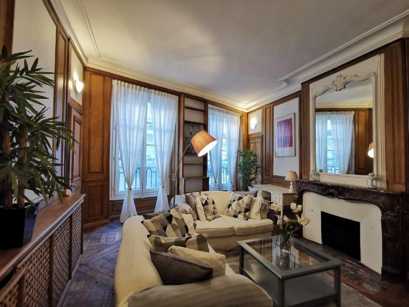Location appartement Paris 1er 1890€ CC - Photo 1
