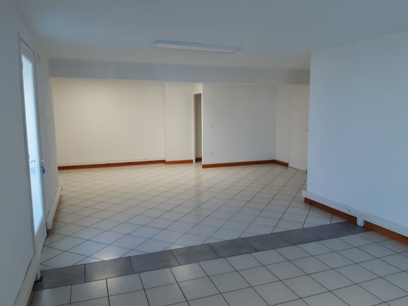Rental office St pierre 1 779€ HC - Picture 1