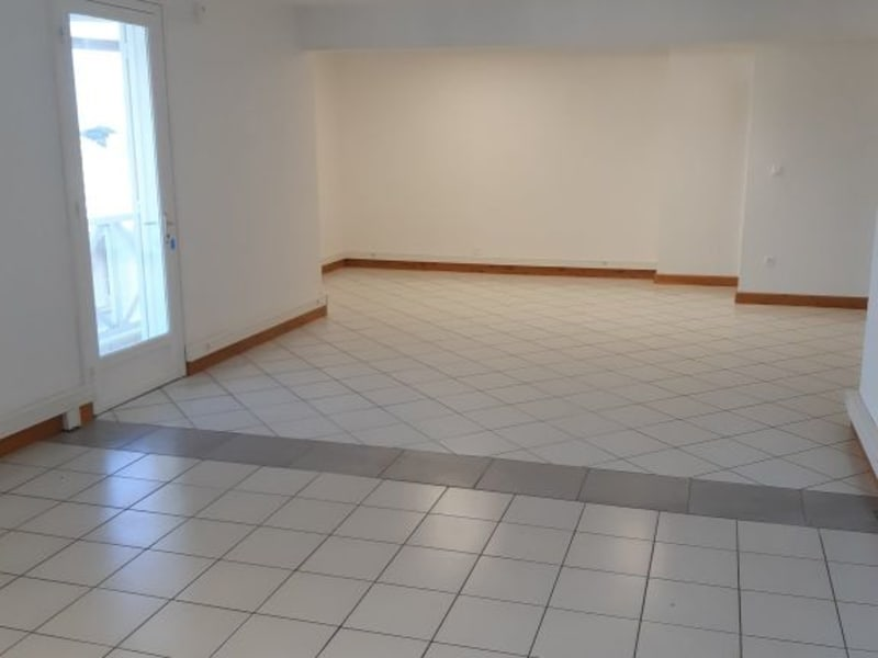 Rental office St pierre 2 038€ HC - Picture 1