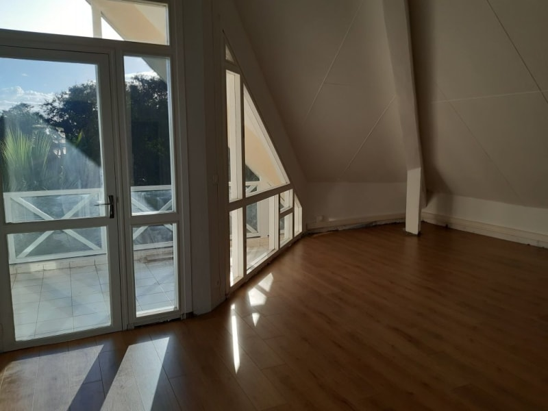 Rental office St pierre 2 365€ HC - Picture 1