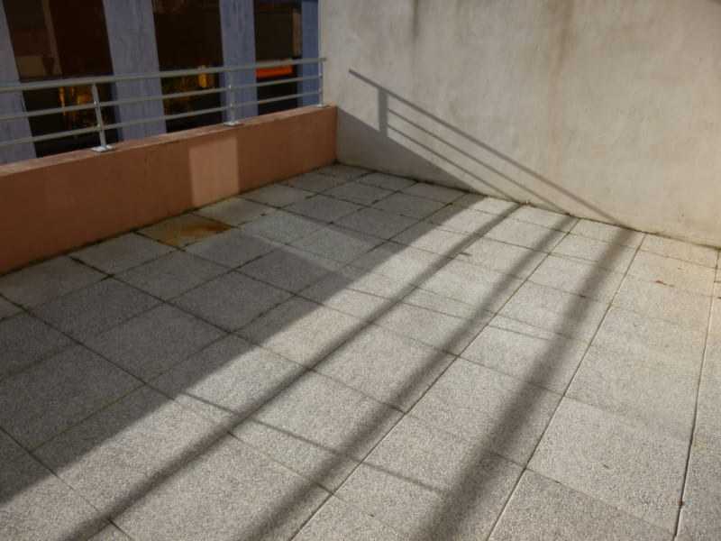 Sale apartment Nimes 212000€ - Picture 2