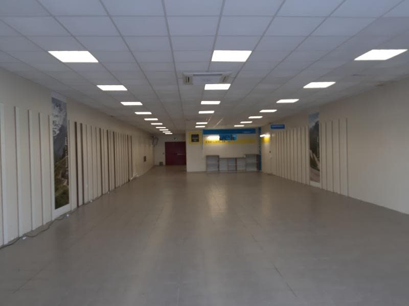 Location local commercial Castres 1900€ HC - Photo 2