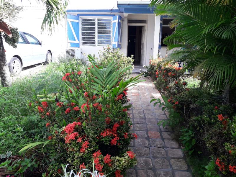 VIlla T4 avec garage sur 380 m2 de terrain, plage  à pieds.