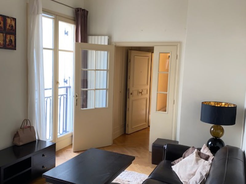 Rental apartment Paris 8ème 1 375€ CC - Picture 3