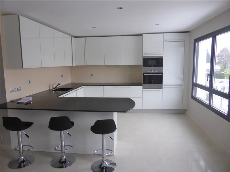 Rental apartment St genis pouilly 2100€ CC - Picture 2