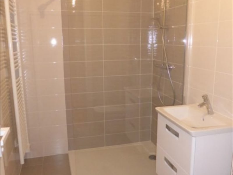 Rental apartment St genis pouilly 2100€ CC - Picture 6