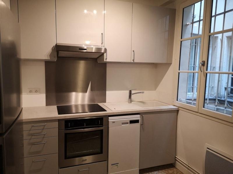 Location appartement Paris 4ème  - Photo 2