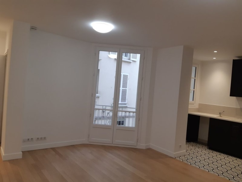 Location appartement Colombes 350€ CC - Photo 2