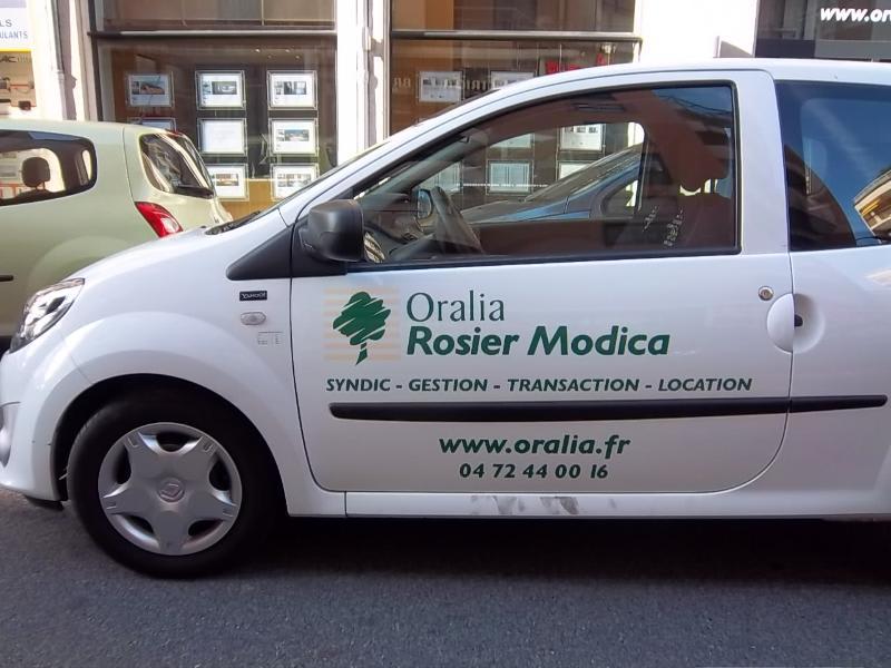 Location parking Caluire 104€ CC - Photo 1