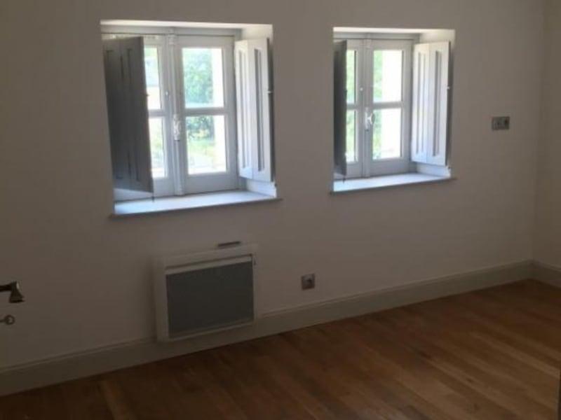 Location appartement Croutelle 15 564,90€ CC - Photo 3