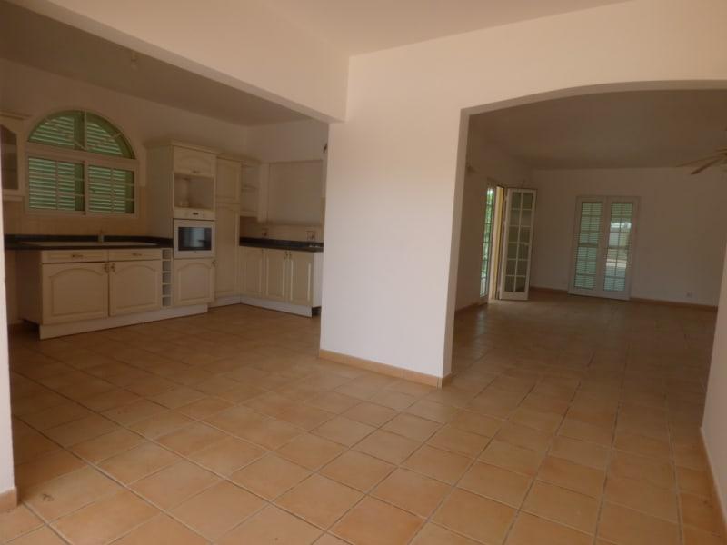 Location maison / villa Saint francois 2000€ CC - Photo 2