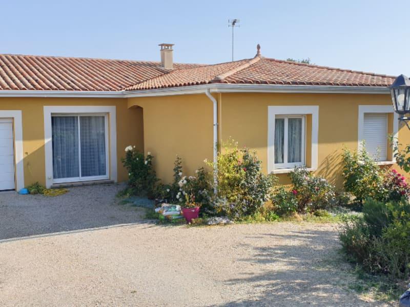 Sale house / villa Gencay 231000€ - Picture 1