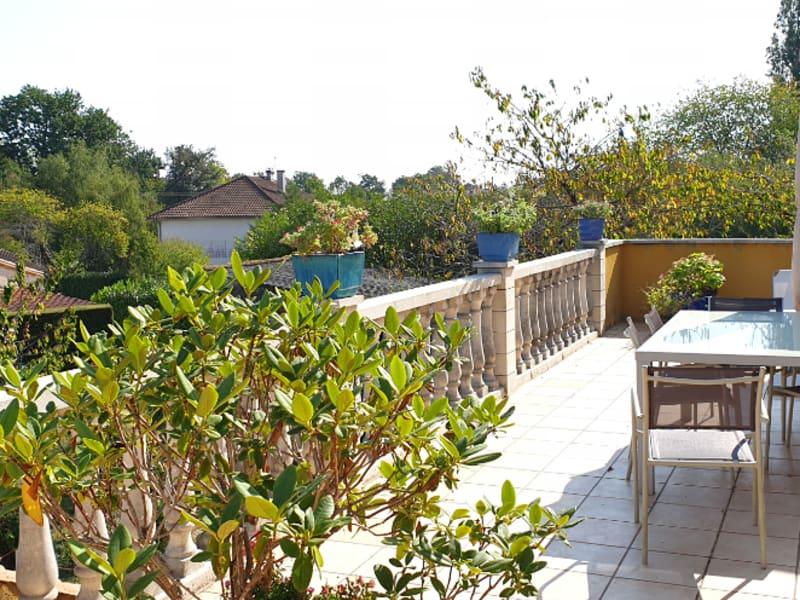 Sale house / villa Gencay 231000€ - Picture 2