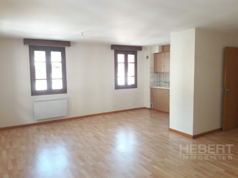 Rental apartment Sallanches 943€ CC - Picture 1