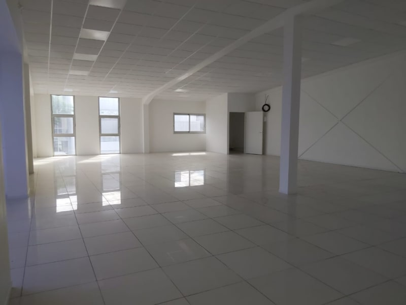 Location local commercial Baie mahault 2 295€ HC - Photo 1