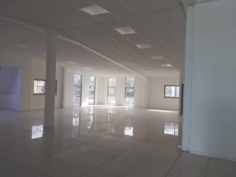 Location local commercial Baie mahault 2 295€ HC - Photo 3
