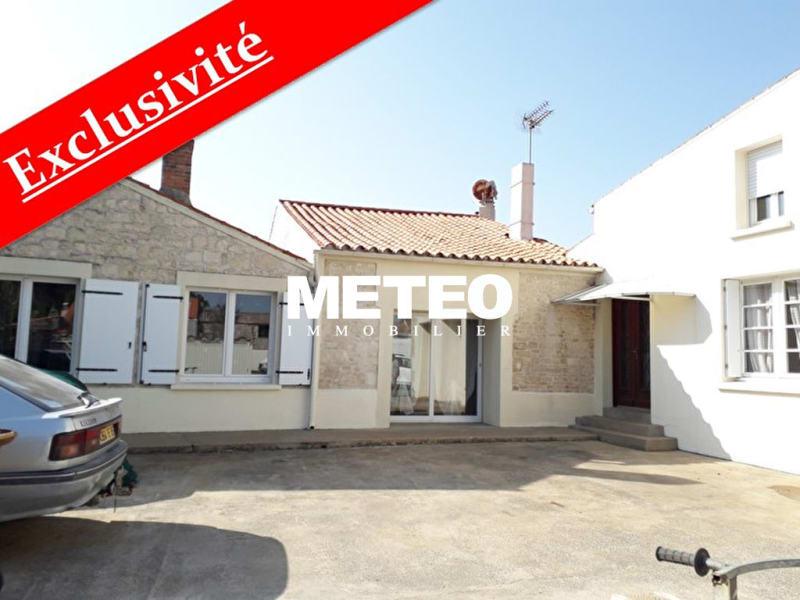 Sale house / villa Les magnils reigniers 241960€ - Picture 1