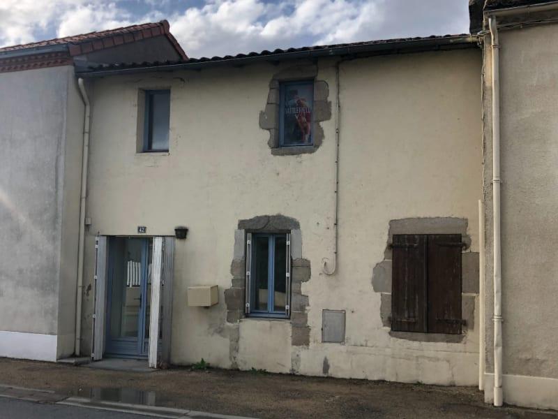 Sale house / villa Saint pierre des echaubrogne 91360€ - Picture 1