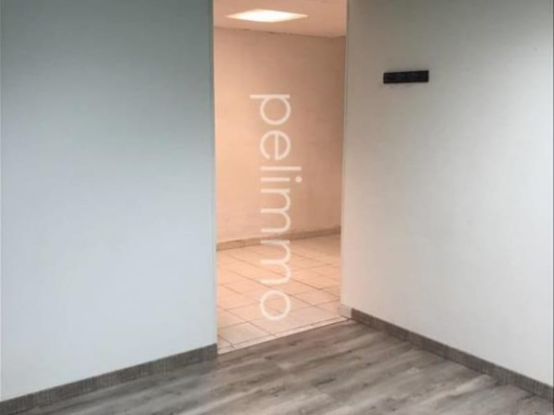 Rental office Eyguieres 540€ CC - Picture 1