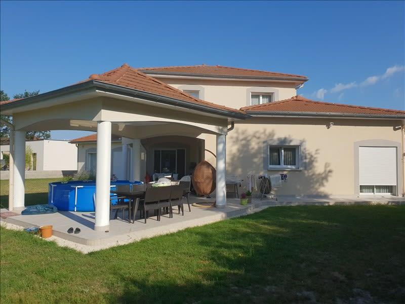 Sale house / villa Riorges 399000€ - Picture 1