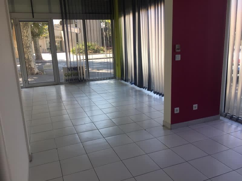 Location local commercial Salon de provence 1 333€ HC - Photo 2