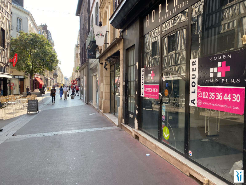 Location local commercial Rouen 2 375€ CC - Photo 1
