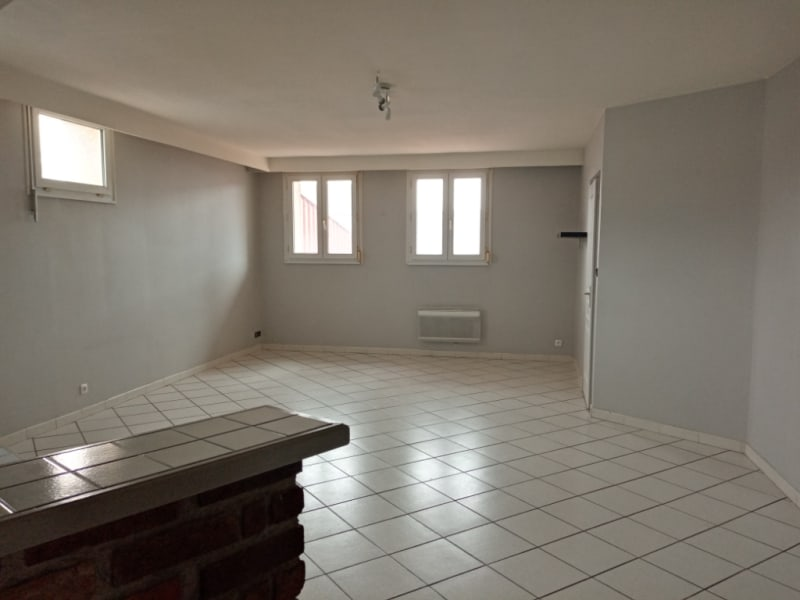 Rental apartment Saint quentin 625€ CC - Picture 2