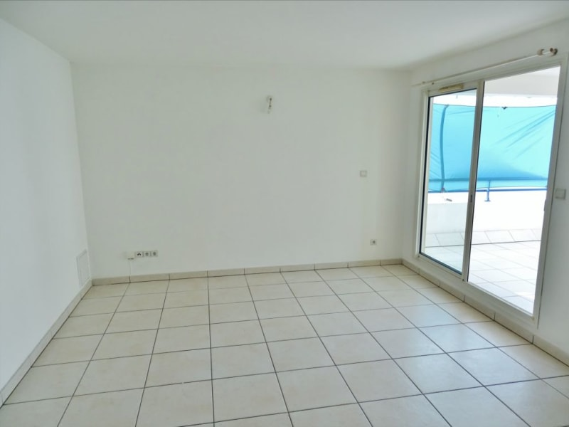 Rental apartment Saint gilles les bains 817€ CC - Picture 2