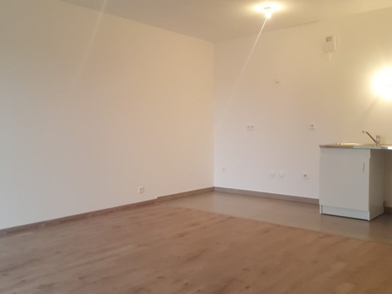 Rental apartment Mantes la jolie 927,82€ CC - Picture 2