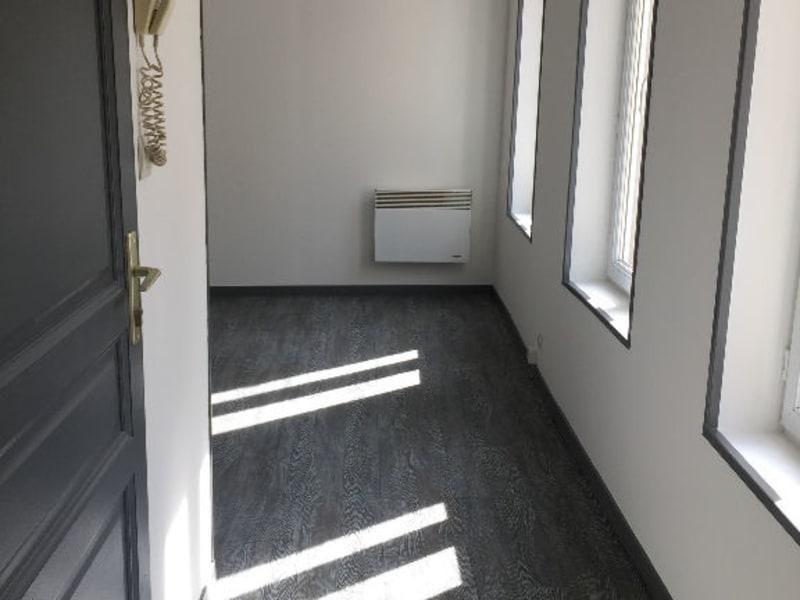Location appartement Saint quentin 385€ CC - Photo 2