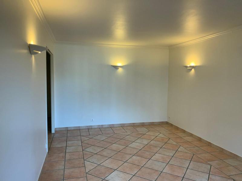 Rental apartment Aix en provence 884€ CC - Picture 3