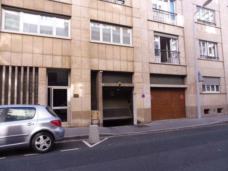 Location parking Lyon 6ème 130€ CC - Photo 2