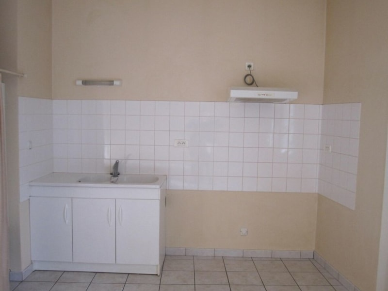 Rental apartment Baignes-sainte-radegonde 422€ CC - Picture 1