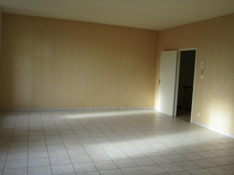 Rental apartment Baignes-sainte-radegonde 422€ CC - Picture 2