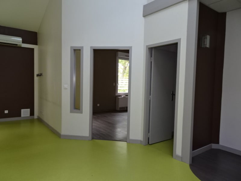 Location local commercial Villefranche sur saone 2 376€ HC - Photo 3