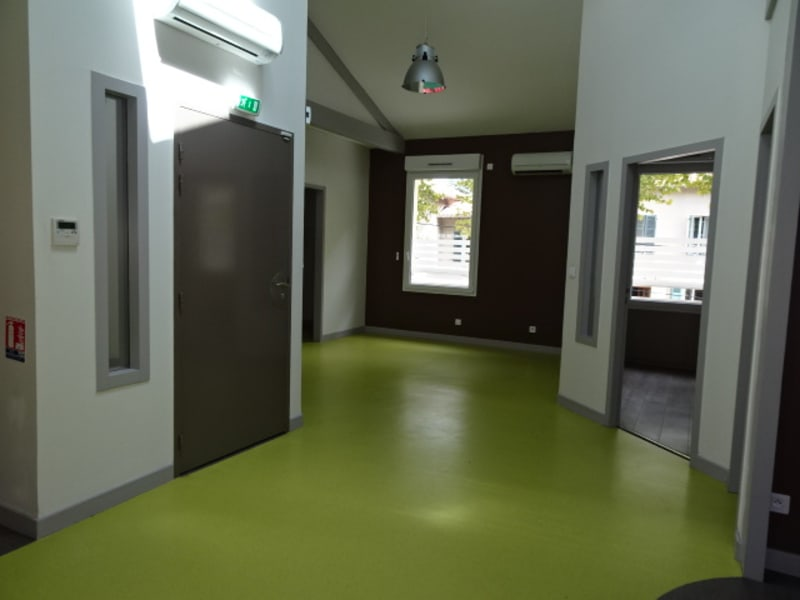 Location local commercial Villefranche sur saone 2 376€ HC - Photo 4