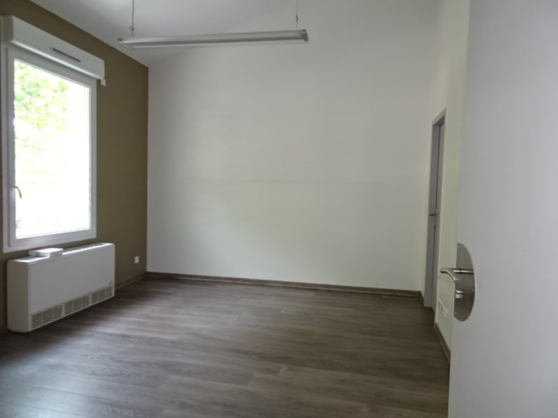 Location local commercial Villefranche sur saone 2 376€ HC - Photo 9
