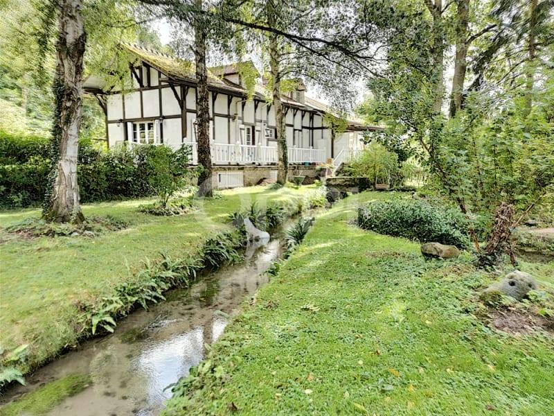 Propriété avec cours d'eau sur environ 5200 m²  de parc paysagé