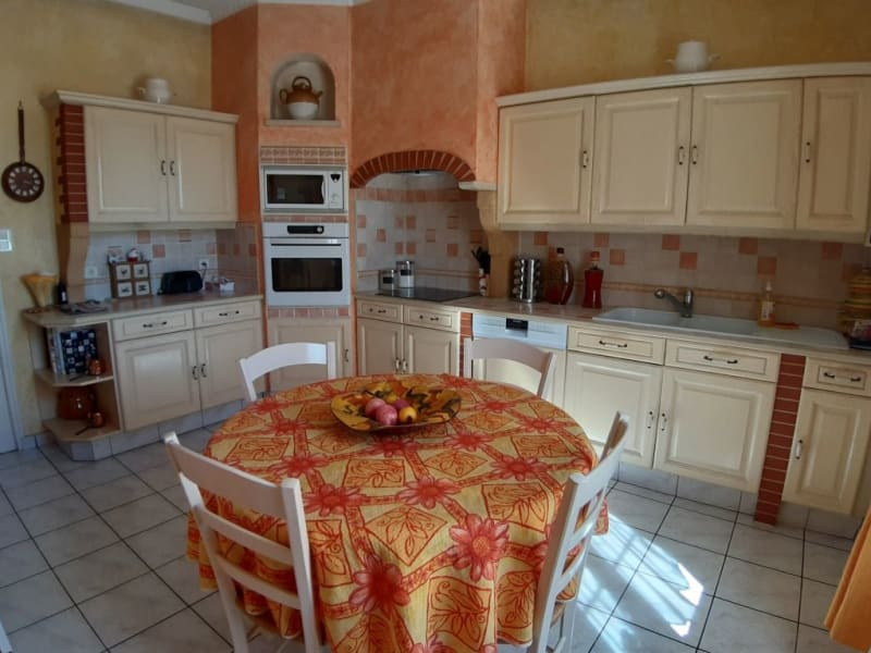 Sale house / villa St bonnet troncais 148400€ - Picture 5