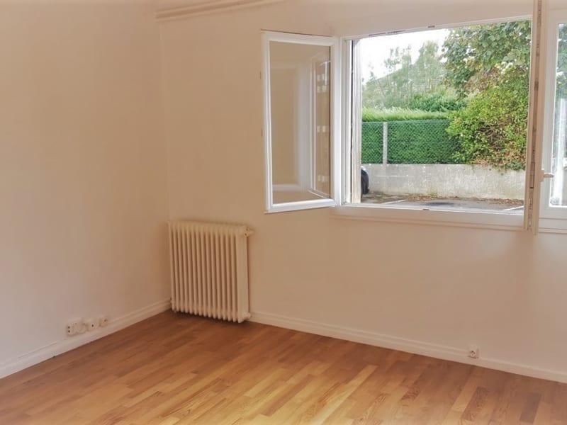Rental apartment Poissy 611,76€ CC - Picture 1