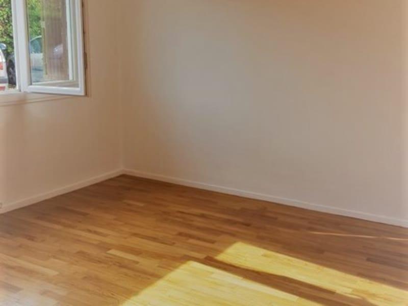 Rental apartment Poissy 611,76€ CC - Picture 2