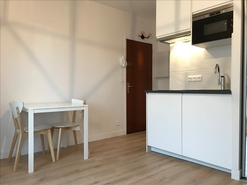 Rental apartment Paris 17ème 895€ CC - Picture 3