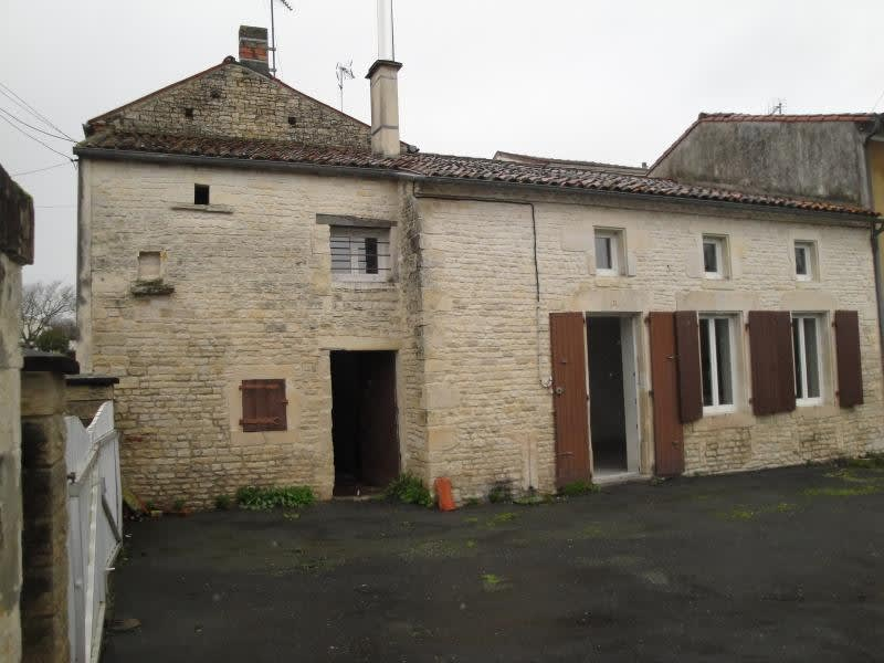 Sale house / villa Chef boutonne 45 000€ - Picture 2