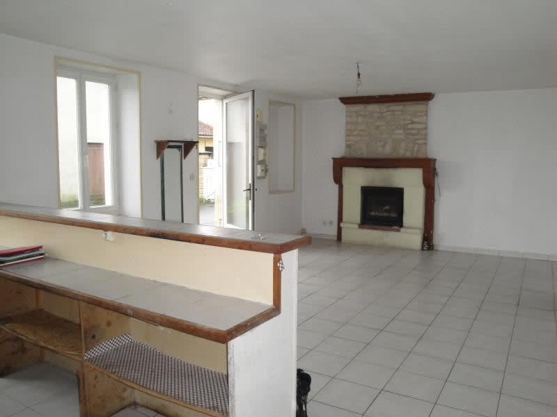 Sale house / villa Chef boutonne 45 000€ - Picture 4
