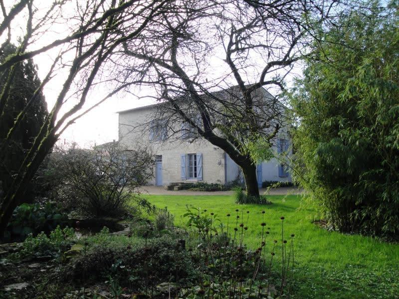Sale house / villa La foye monjault 252000€ - Picture 1