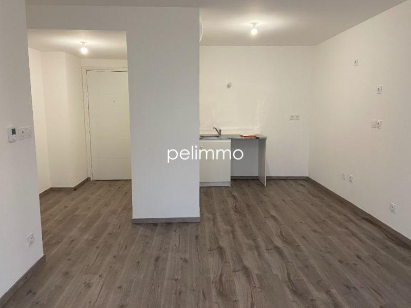 Location appartement Grans 650€ CC - Photo 2