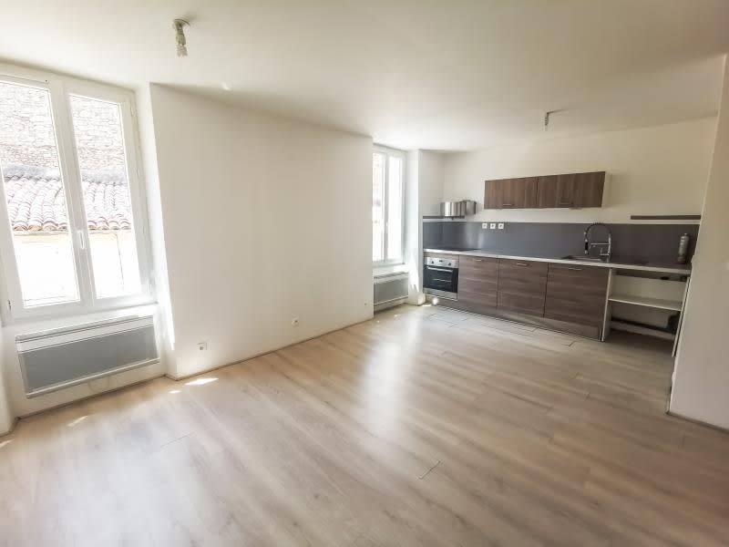 Location appartement Vins sur caramy 595€ CC - Photo 1