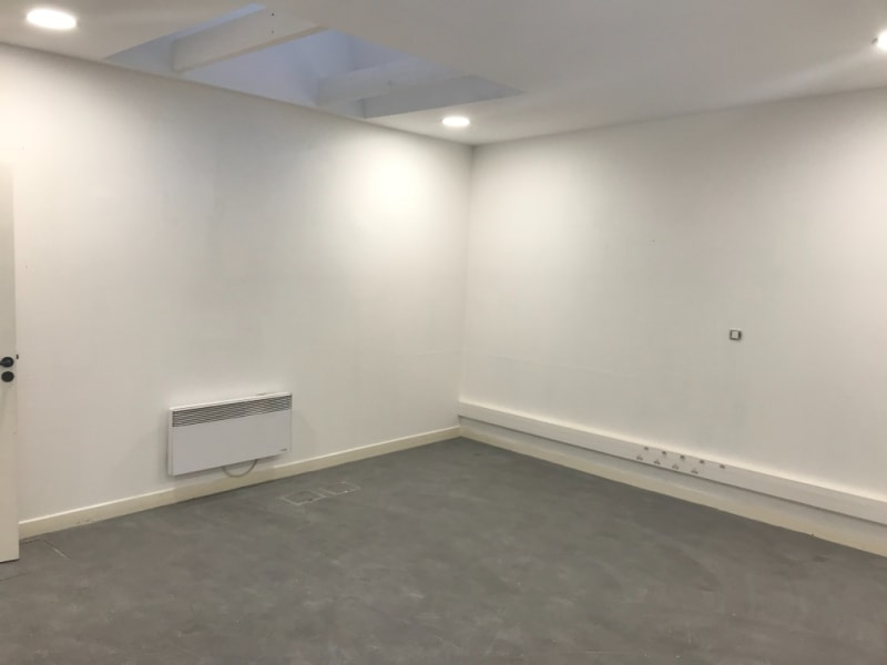 Location local commercial Saint omer 2825€ CC - Photo 3