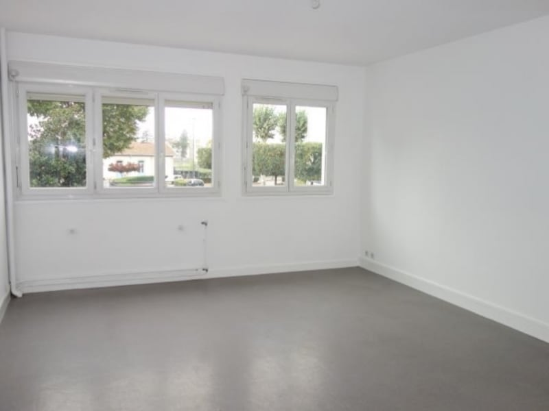 Location appartement Le coteau 595€ CC - Photo 1
