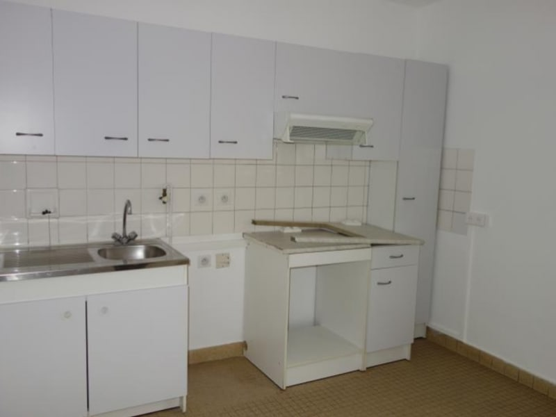 Location appartement Le coteau 595€ CC - Photo 2